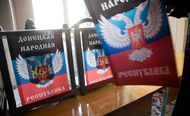 Separatisteilla on jo vaaliuurnat vaakunoineen valmiina viikonlopun äänestyksiä varten.