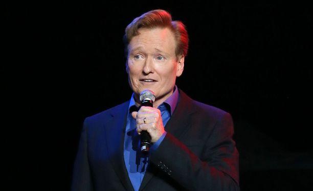 Conan O'Brien tunnetaan Suomi-fanina. Rakkaus syttyi, kun hän hoksasi muistuttavansa tukkatyyliltään presidentti Tarja Halosta.