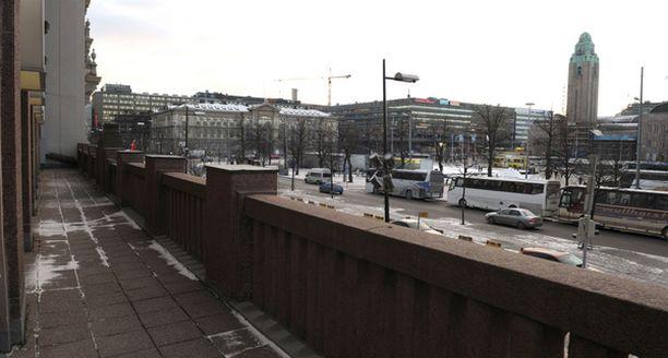 Kasino laajentaa kolmanteen pelikerrokseen Fennia-korttelissa. Näköalat ovat Rautatientorille.