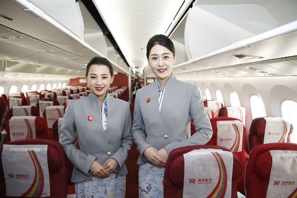 Hainan Airlinesin virkapuvuissa näkyy vaikutteita perinteisistä kiinalaisasuista.