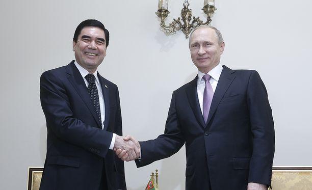 Presidentti Berdymukhamedov tapaamnassa Venäjän presidenttiä Vladimir Putininia.