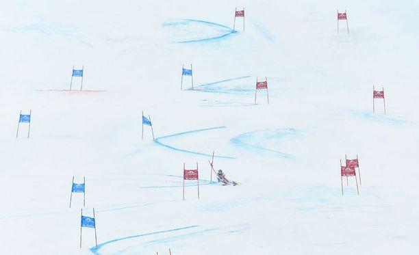 Syytteiden mukaan alppihiihtovalmentaja Bertrand Charest syyllistyi seksuaaliseen hyväksykäyttöön Kanadan lisäksi myös Euroopassa ja Uudessa Seelannissa.