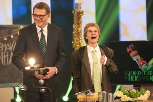 Matti Vanhanen pehmensi julkista kuvaansa esiintymällä talvella viihdeohjelma Putouksessa Matti Pikkuvanhasen alias Joonas Nordmanin kanssa.