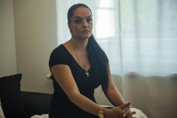 Kun Jannica sai kuulla, että heidän kuudennella luokalla olevalle pikkusiskolleen oli näytetty video Jimin kuolemasta, hänet valtasi raivo.