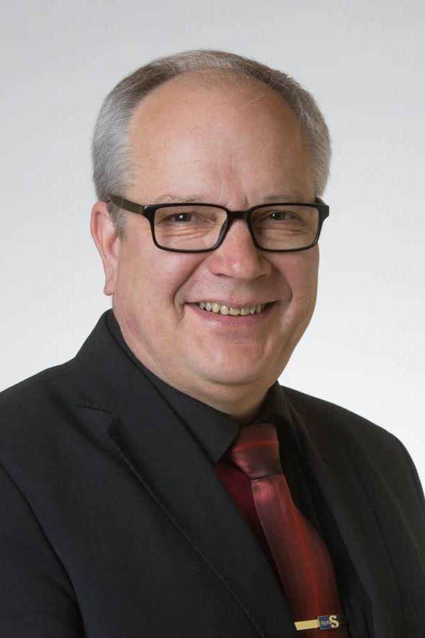 Talousvaliokunnan puheenjohtaja Kaj Turunen