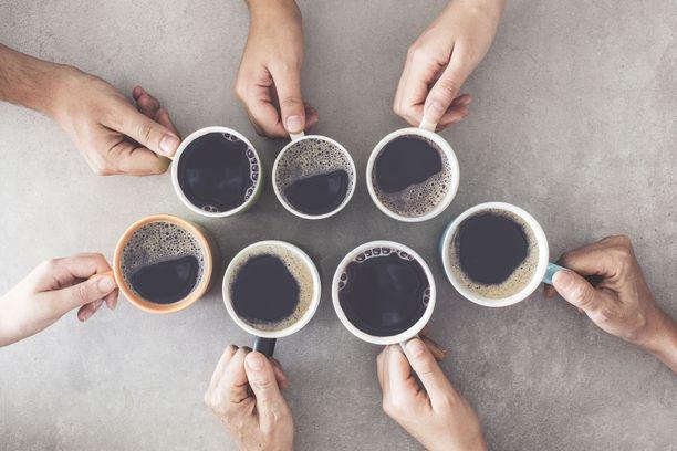Kofeiini nostaa sykettä. Tämä voi joskus aiheuttaa jopa tykytystuntemuksia.
