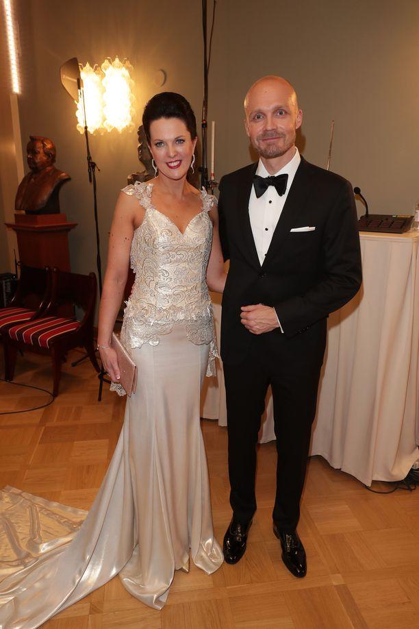 Juha Tapio ja Raija-vaimo juhlivat Linnassa vuonna 2016.
