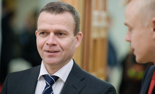 Valtiovarainministeri Petteri Orpon (kok) mukaan yritykset eivät pääse määrittelemään hintaa eikä laatua vaan sen tekee julkinen valta ja maakunta, joka palvelun tilaa.