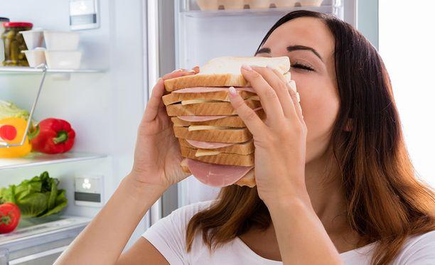 On normaalia, että tunteet vaikuttavat syömiseen, mutta oleellinen ero on siinä, säädelläänkö syömistä tunteilla.