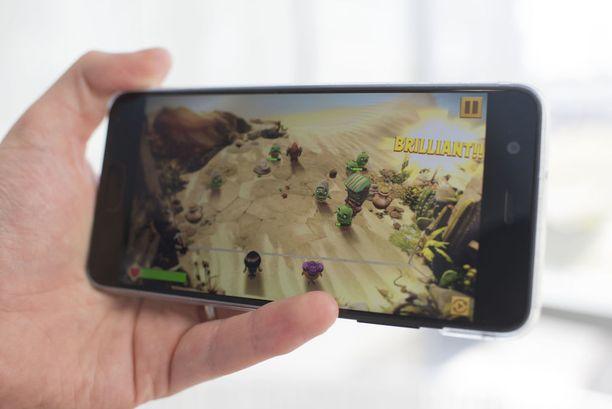 Uudessa varsin huumoripitoisessa Angry Birdsissä possuja vastaan taistellaan vuoropohjaisesti. Pelaaja voi valita omat lintunsa lähes sadan eri hahmon joukosta, joiden käyttöoikeus on tietysti avattava pelaamalla.