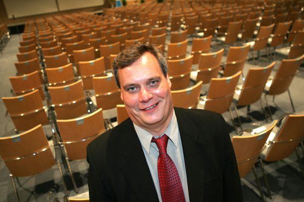 Antti Rinne Toimihenkilöunionin uutena puheenjohtajana vuonna 2005.