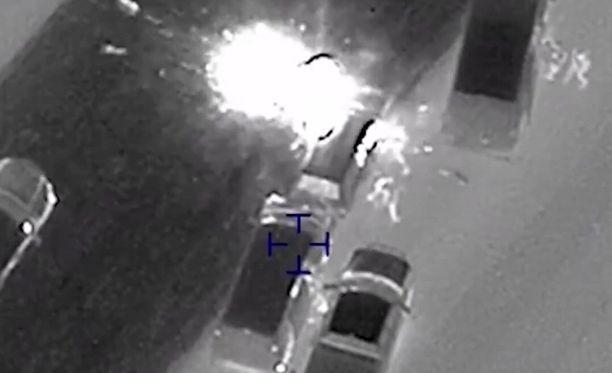 Pommittaja räjäyttää autossaan omatekoisen räjähteen.