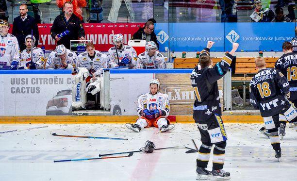 Tämä kuva kiteytti koko viime kevään finaalisarjan. Nyt Jukka Peltolan ei tuota hetkeä tarvitse enää muistella.