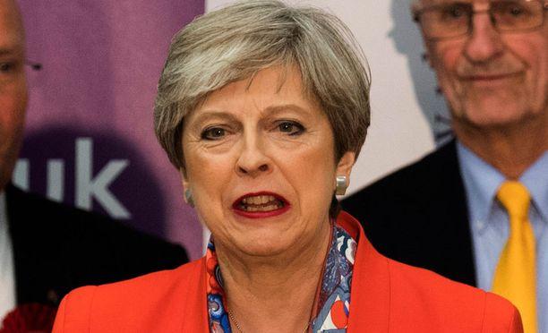 Theresa Mayn lähtölaskenta on ehkä alkanut.