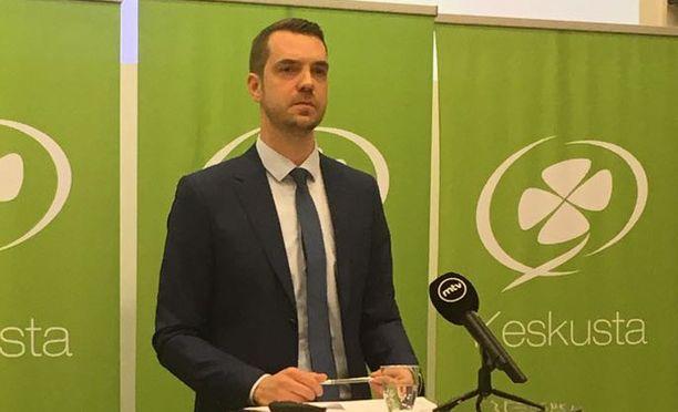 Jouni Ovaska kertoi ratkaisustaan Helsingissä tiedotustilaisuudessa.