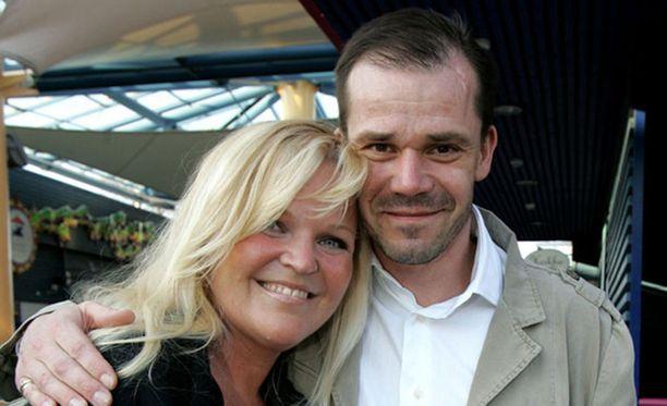 Raakel Lignell ja Nicke Lignell ovat molemmat tunnettuja viihdemaailman kasvoja. Raakel Lignell tunnetaan esimerkiksi Levyraati-ohjelman juontajana. Nicke Lignell tunnetaan puolestaan lukuisista televisiosarjoista ja elokuvista.