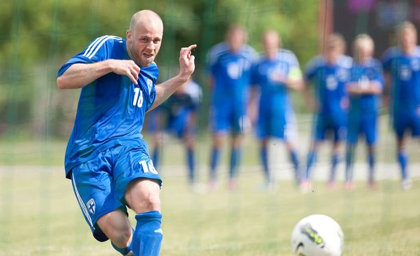 Suomen maajoukkuettakin edustanut Daniel Sjölund juhlii jälleen tällä kaudella Ruotsin mestaruutta.