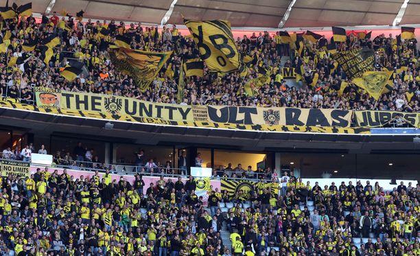 Dortmundin fanit tarjosivat Monaco-kannattajille hätämajoitusta.