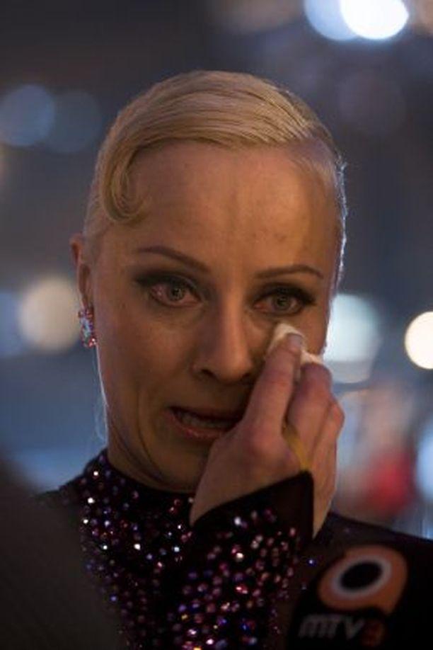 ITKU TULI Tuuli Matinsalo puhkesi kyyneliin tanssinopettajansa Aleksi Seppäsen kiitoksista.