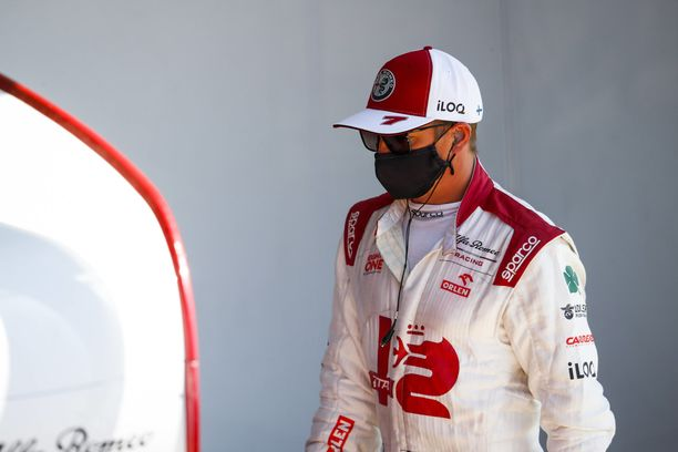 Kimi Räikkösen tulevaisuus puhuttaa F1-varikolla.