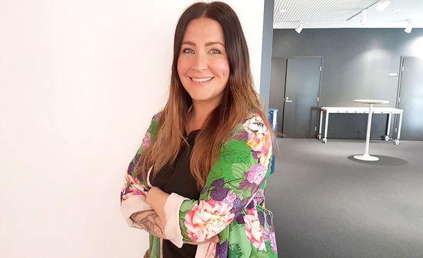 Jenni Pääskysaari on suomalainen juontaja ja toimittaja.