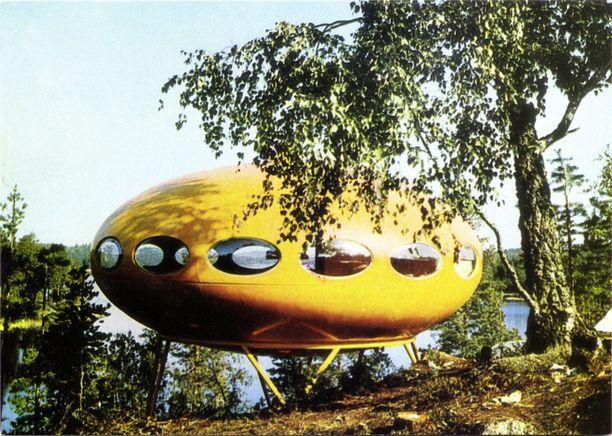 Matti Suurosen suunnittelema Futuro-talo lanseerattiin vuonna 1968, ja kansainvälinen lehdistö vertasi sitä heti lentävään lautaseen.