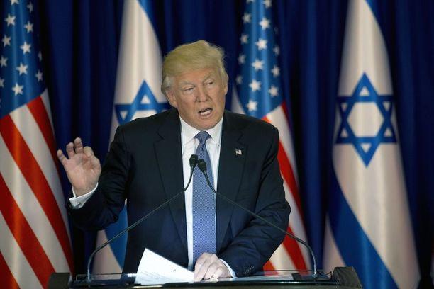 Trumpin mukaan terroristit on ajettava pois yhteiskunnasta.
