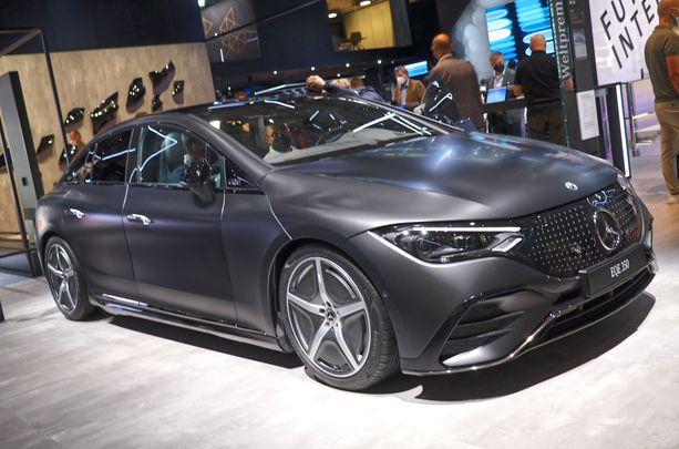 Uusi EQE on lähes viisimetrinen auto, joka voimalinja on täysin sähköinen.