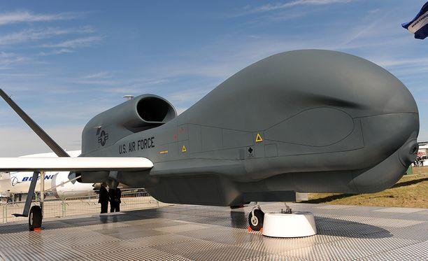 Yhdysvaltain RQ-4-vakoilulentokone Ison-Britannian lentonäytöksessä vuonna 2010.
