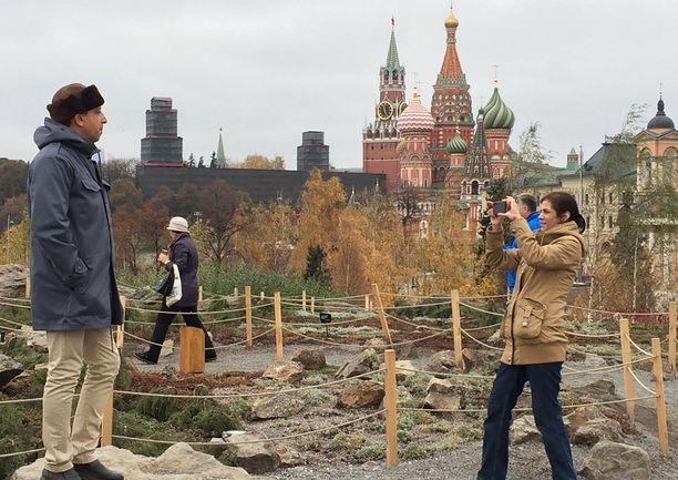 Uudessa Zarjadje-puistossa on ollut moskovalaisilla ihmeteltävää.