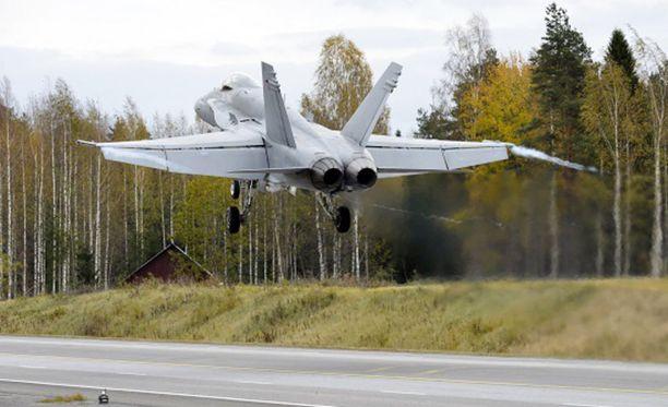 Ilmavoimien harjoituksessa on mukana erityisesti Hornet-monitoimihävittäjiä, jotka testaavat toimintaa maantietukikohdasta käsin.