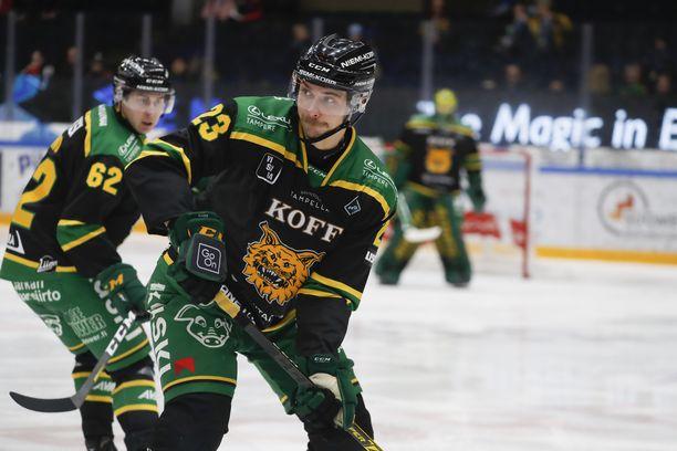 Aleksi Elorinne on yksi Ilveksen kolmesta jääkiekkoilun miesten Suomen mestarista.