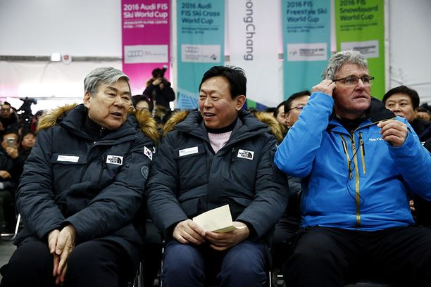 Cho Yang Hon (vas.) johtama Korean Air on yksi Pyeongchangin talviolympialaisten sponsoreista.