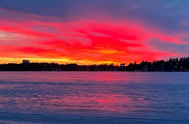 Kuva on Seurasaaren rannasta Helsingissä maanantailta.