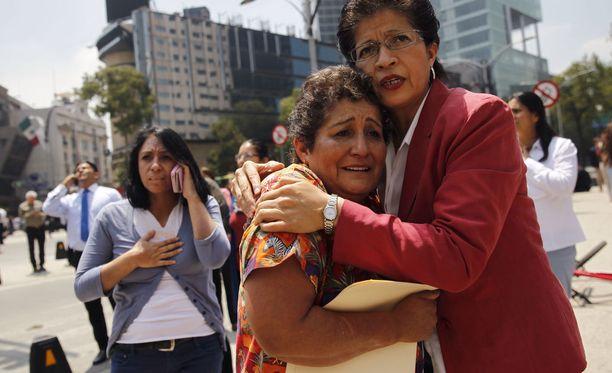 Tuhannet ihmiset astuivat kaduille järistyksen jälkeen Méxicossa. Kaupungissa järjestettiin tiistaina harjoitukset tasan 32 vuotta sitten tapahtuneen järistyksen muistoksi, joka tappoi yli 10 000 ihmistä maan pääkaupungissa.