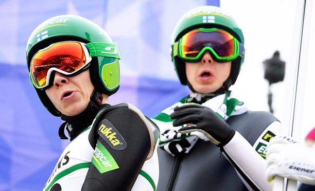 Eero Hirvonen (vasemmalla) ja Ilkka Herola lähtevät joukkuesprintin hiihto-osuudelle viidentenä.