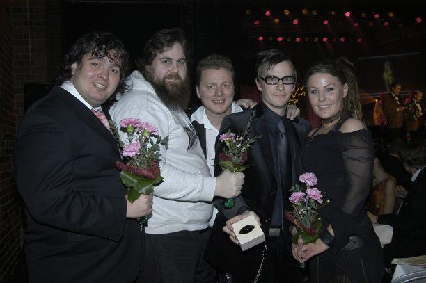W-tyyli -ohjelman Zarkus Poussa (vas.), Stan Staanila, Jaakko Saariluoma, André Wickström ja Kiti Samulin Venla-gaalassa Tullikamarin Pakkahuoneella vuonna 2005.