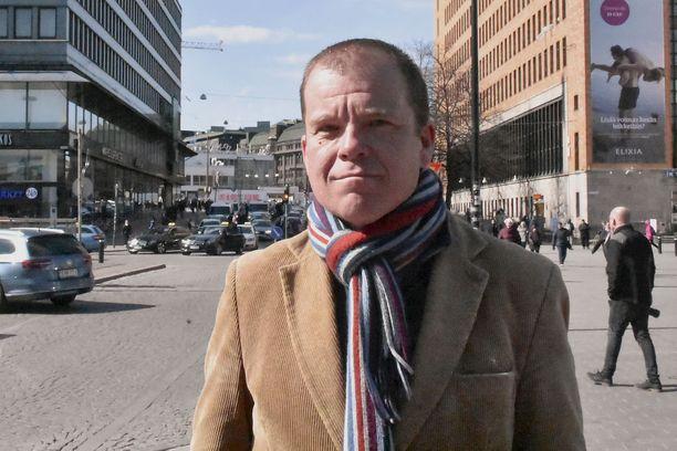 Helsingin taksiautoilijat ry:n toiminnanjohtaja Anssi Roitto sanoo, että ennen eduskuntavaaleja 2015 peräti 70 prosenttia kansanedustaja halusi säilyttää taksilain nykyisellään.