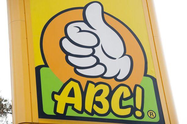 Imatran ABC:llä ohjattiin asiakas lämmittämään itse kahvilan vitriinistä ostettu lihapiirakka. Kuvituskuva.