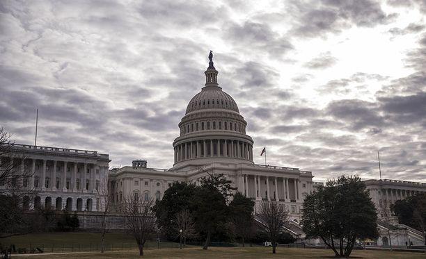 Senaatissa sovittiin hallinnon sulun päättämisestä.