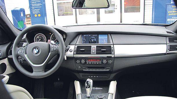 Hybridin ohjaamoa hoidellaan kuin mitä tahansa tavanomaista BMW:tä.