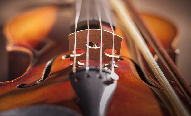 Kokoelman arvokkain soitin oli noin 400 000 euroa maksanut italialainen viulu.