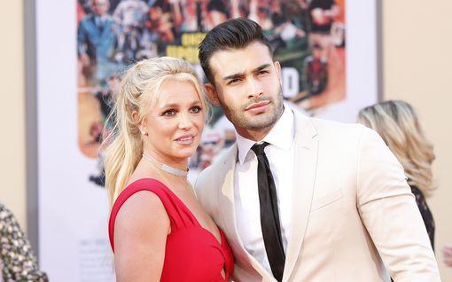 Britney Spears valmistelee jo avioehtoa suojatakseen miljoonaomaisuutensa