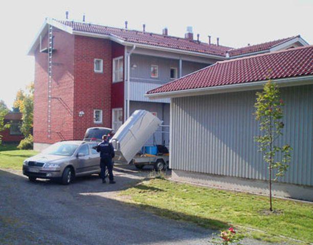 Poliisi kävi Kauhajoen ampujan asunnolla jo perjantaina.