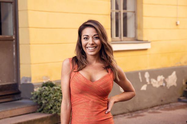 Ohjelmassa myös Amandan oma pukeutumistyyli vaihtuu ensitreffeillä pelkistettyyn asuun. Senkin hän saa vaihtaa persoonallisempaan toisilla treffeillä, jos niin haluaa.