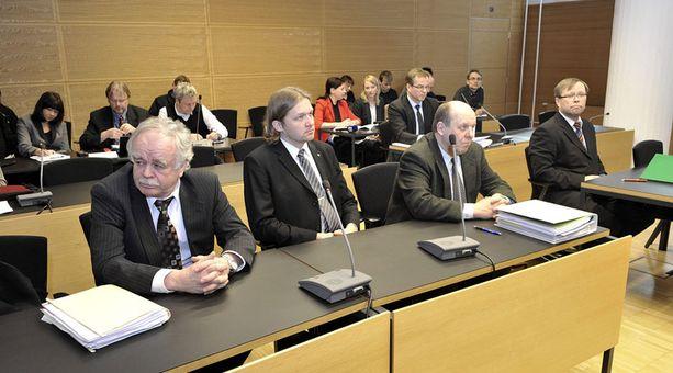 Maaliskuun lopussa käydyssä valmistelevassa istunnossa paikalla olivat vain syytettyjen asianajajat.
