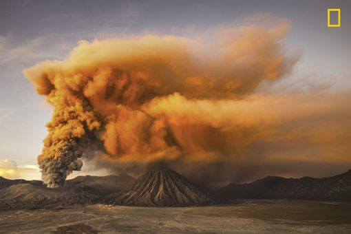 Kunniamaininta luonto-sarjassa: Mt. Bromo / Reynold Dewantara / National Geographic Photographer of the Year / Jaava, Indonesia