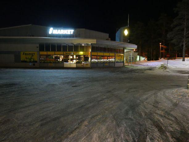 Kihlakunnansyyttäjä selvittää, oliko poliisin aseen käyttö S-marketin pihalla Mikkelissä perustelua.