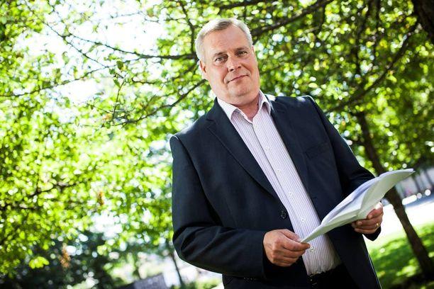 Antti Rinne syyttää Timo Soinia tylystä takinkäännöksestä - käytännössä kaikkien vaalilupauksien suhteen.