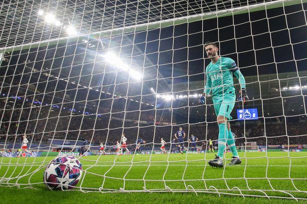 Hugo Lloris'n tehtäväksi jäi noukkia pallo omasta verkosta peräti kolme kertaa.